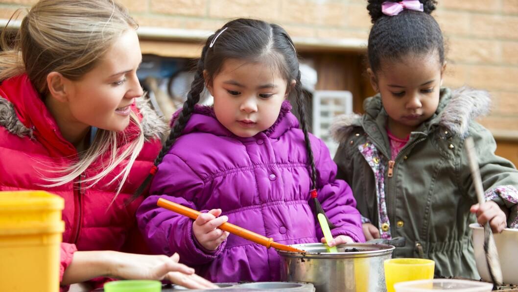 De siste årene har det blitt stadig flere som ønsker å ta barnehagelærerutdanning.