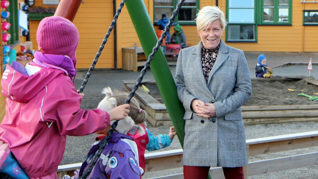 Finansminister Siv Jensen (Frp) la fram statsbudsjettet mandag morgen. Her fra et tidligere barnehagebesøk.