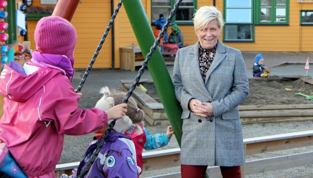 Siv Jensen og Frp har fått gjennomslag for å reversere pensjonskutt i private barnehager.