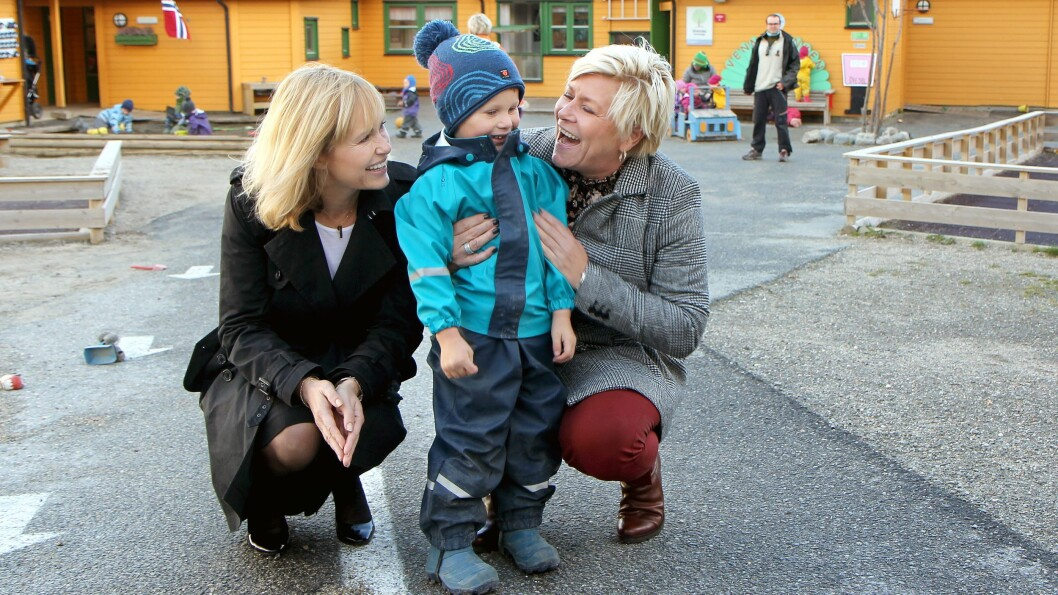 Administrerende direktør i PBL, Anne Lindboe, er skuffet over at regjeringen ikke fant mer penger til finansieringen av bemanningsnormen i barnehagen. Her sammen med finansminister Siv Jensen under et barnehagebesøk i 2018.