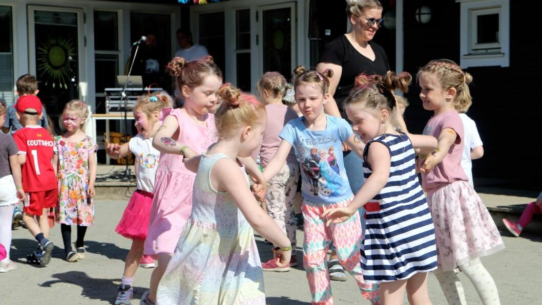 Barna i Asphaugen barnehage kunne også ønske velkommen til festivalgjester fra Sentrum barnehage i Bodø.