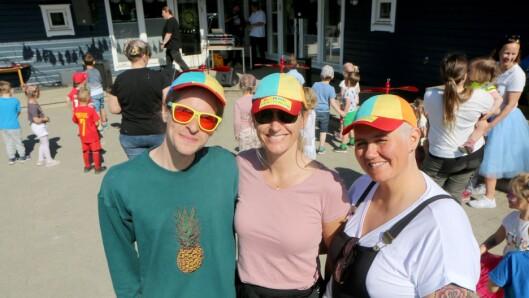 Fra venstre Kristoffer Nohr Unstad, Ada Kramer og Sissel Berg har stått i bresjen for å lage festival i Ashaugen barnehage - som i dag ble arrangert for andre år på rad.