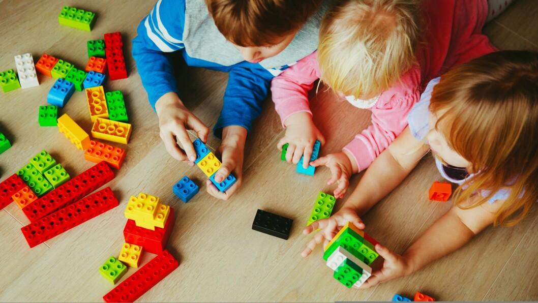 «De barna som får oppmerksomhet, omsorg, kjærlighet, utvikler seg mye mer og på andre måter enn de som ikke får dette,» skriver barnehagelærerstudenten.