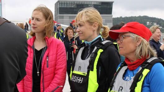 Statsråd Iselin Nybø på operataket sammen med PBL-direktør Anne Lindboe og Ada Sofie Austegard fra Stine Sofies Stiftelse.