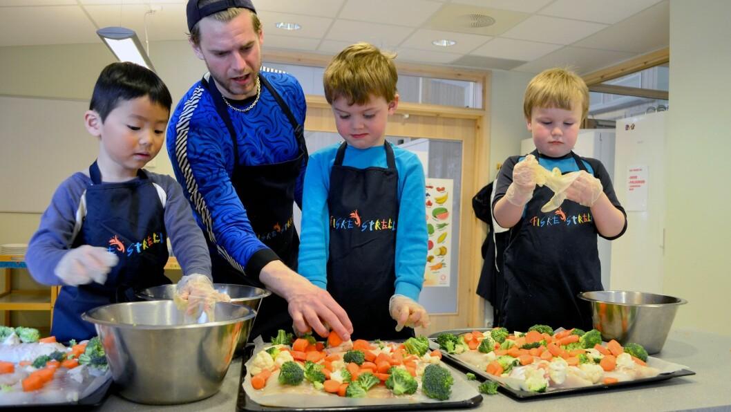 - Utfordringen var å få guttene med på å lage mat, sier Siril Alm, som blant annet har forsket på hvordan det sosiale miljøet påvirker barns kosthold.