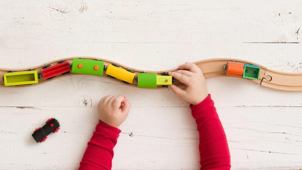«Barna våre trenger en bedre lov om bemanning som sørger for god bemanning hele dagen og gjennom hele barnehageåret, uten rom for feiltolkninger og utnyttelse,» skriver artikkelforfatterne.