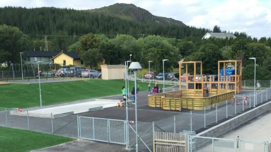 Barnehagen har blant annet en mini-ballbinge på uteområdet sitt.