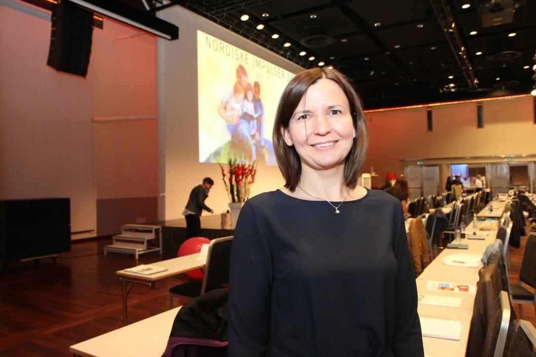 Professor i samfunnsøkonomi ved Universitet i Stavanger, Mari Rege, leder Agderprosjektet sammen med Ingunn Størksen. Bildet er tatt under barnehagekonferansen Nordiske Impulser.