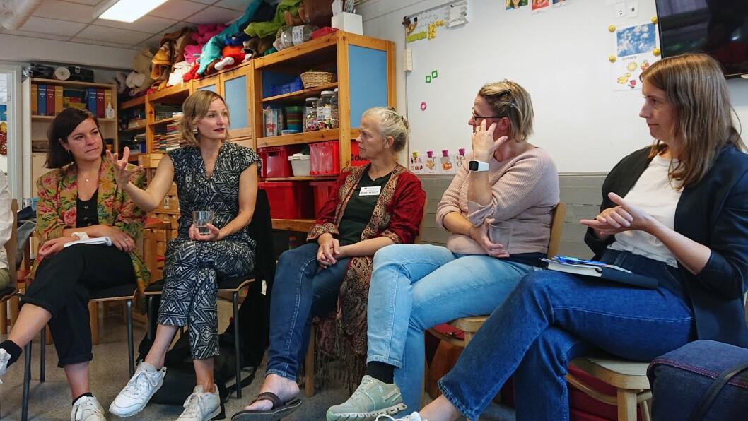 Byråden i samtale med representanter fra Oslohjelpa-teamet i Bydel Gamle Oslo.