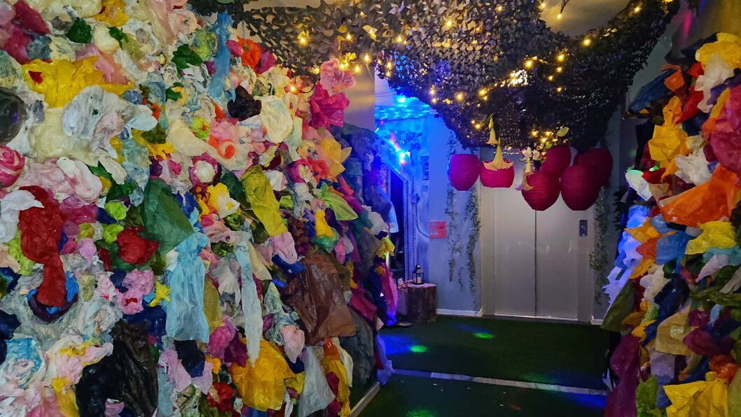 Sanseloftet bugner av farger, materialer, lyd og lys.