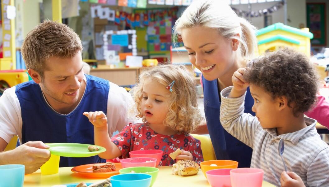 «Hvis barna ser og føler på raushet rundt seg vil de oppleve at det er viktig å være fleksibel og romslig i samspill med andre,» skriver kronikkforfatterne.