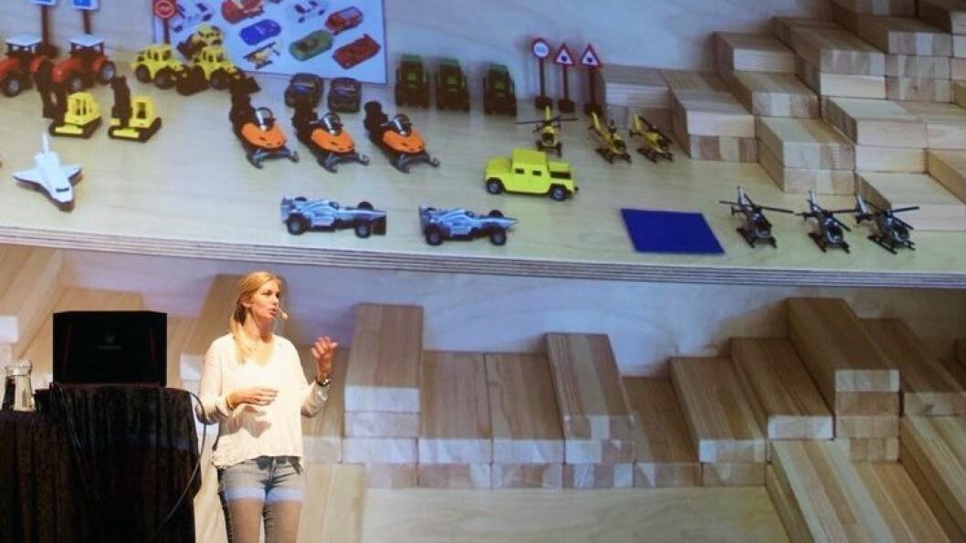 Realfagspedagog Oda Bjerknes er fan av å bruke gjenbruks- og naturmaterialer i realfagsaktiviteter.