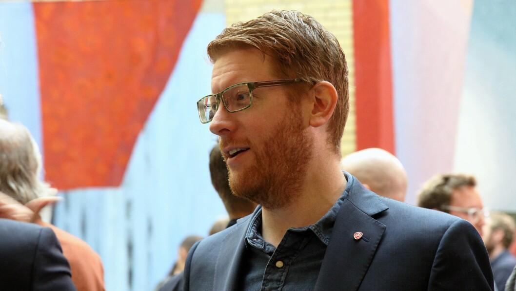 – Finansieringen av bemanningsnormen var ikke god nok fra før og nå kuttes det enda mer i en underfinansiert ordning, sier Martin Henriksen (Ap).