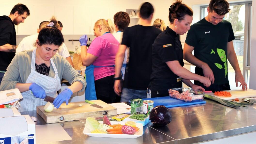 I løpet av kurset fikk deltakerne bryne seg på seks forskjellige retter, deriblant Halloumi-biff med tomattagliatelle og basilikum, sprøbakt kolje med ristede rotgrønnsaker og grønnsaksdipp, og vegetarisk lasagne med gresskarfrø og linser.