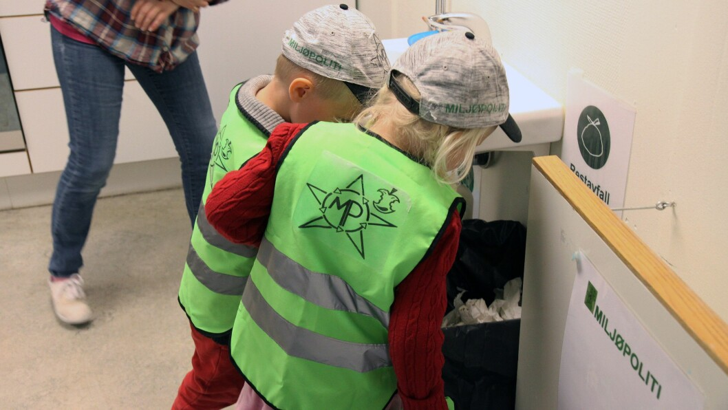 Skolestarterne Olav og Olea er på inspeksjon i barnehagen.