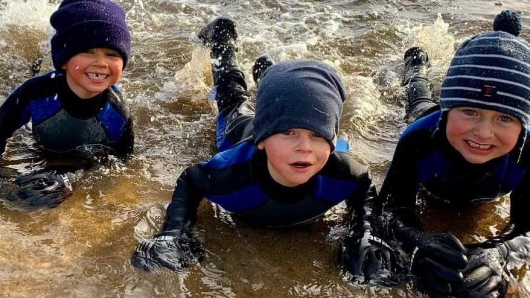 Selv om det er skolestarterne som får være med på trening i vannet, er det noe barna begynner å glede seg til tidlig i Mummidalen barnehage.