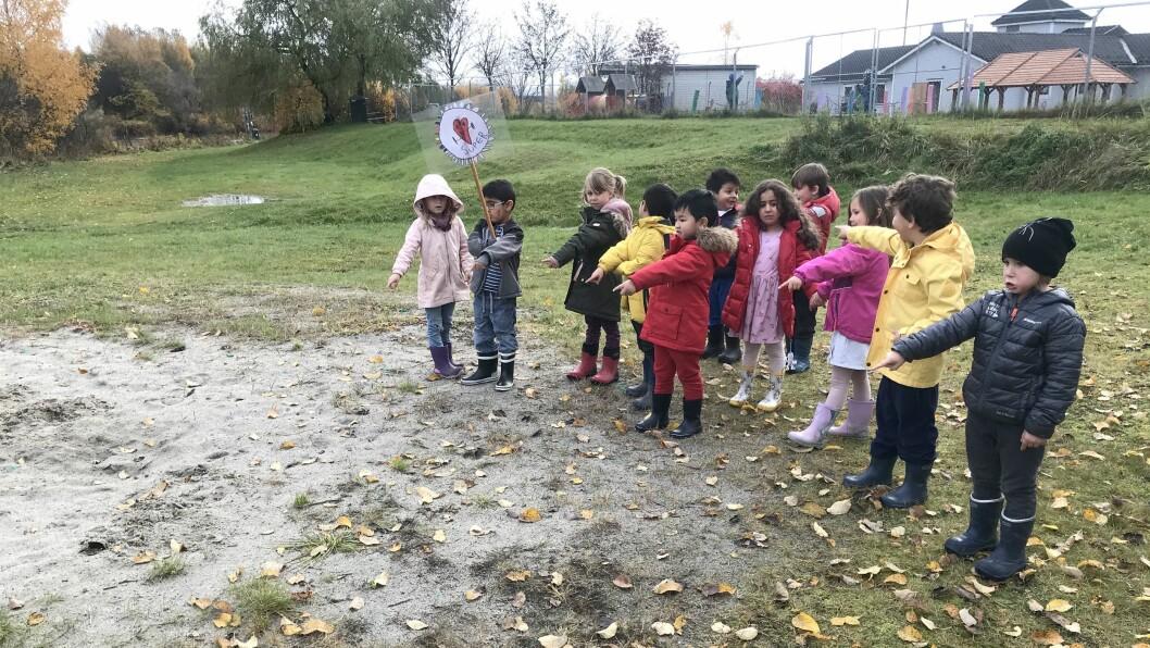 Der lekeplassen i nærmiljøet tidligere lå, er det nå bare leire igjen. Det vil barna i Torva barnehage gjøre noe med.