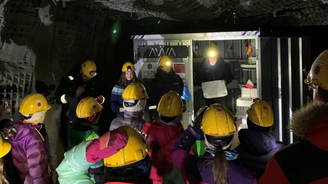 FNs konvensjon for barnets rettigheter ble på jubileumsdagen låst inne i Arctic World Archive på Svalbard, for alltid.