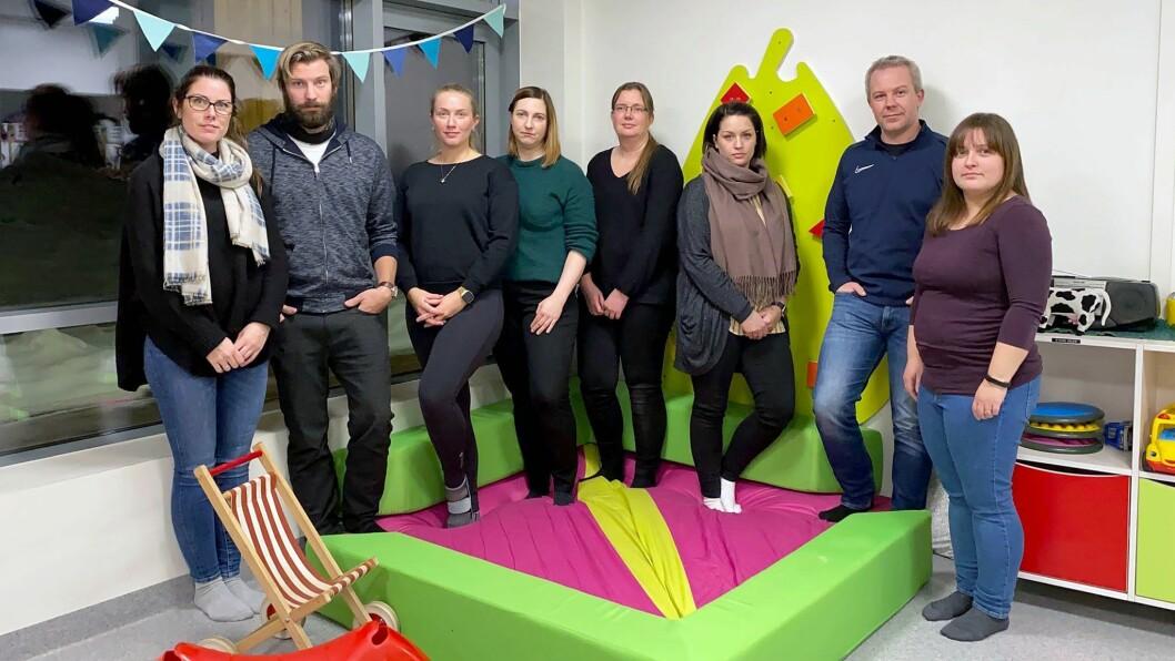 Representanter fra FAU ved to barnehager på Harestua er kritiske til foreslåtte budsjettkutt. Fra venstre: Christine Bjerke Brustad, Johan Finstadsveen, Ina D. Jusufi-Lorentzen, Silje Skagen, Anne-Line Bjella-Fosshaug, Tonje Dynna, Vidar Bjørkli og Mihaela Fetita.