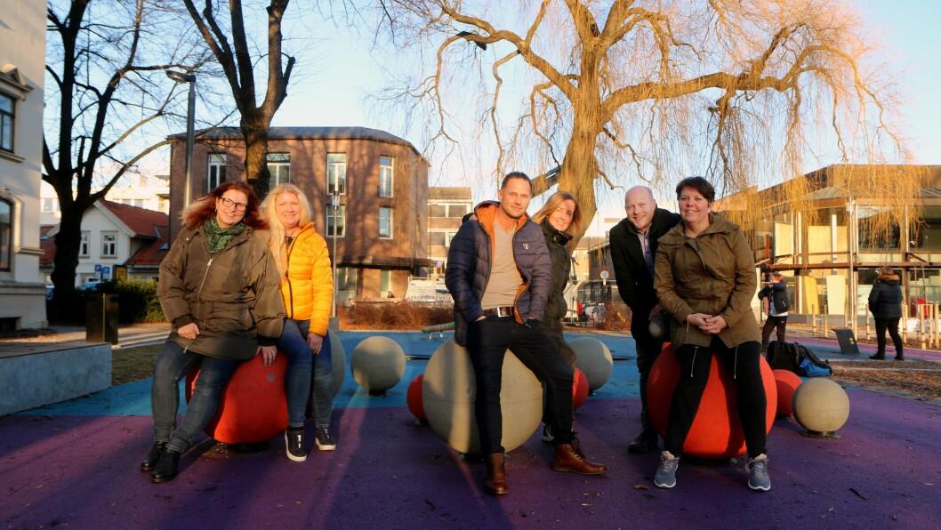 ANNERLEDESKOMMUNEN: Fra venstre Elin Aasheim (Nystrand barnehage), Kate Jentoftsen (Norlandia Borgeenga barnehage), Svein Rambekk (Spire & Gro-barnehagene), Lena Andersen (Skrapeklev barnehage), Torfinn Stave (Valhall barnehage) og Hanne Stulen Granly (Tippen barnehage) står nå sammen med resten av de private barnehagene i Porsgrunn for å møte konkurransen fra kommunen.