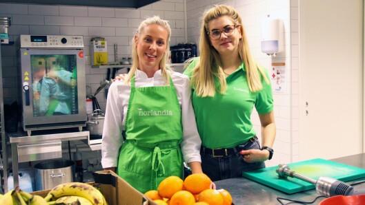Fra venstre: Sara Holmberg, kokk i Norlandia Sjøflyhavna barnehage og daglig leder i barnehagen, Maria Soltvedt.