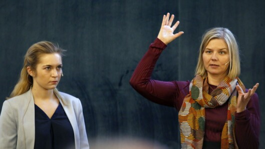 Mathilde Tybring-Gjedde og Guri Melby, som representerer regjeringspartiene Høyre og Venstre, ble utfordret av ordstyrer Trude Teige på regjeringens arbeid med forslag til nye reguleringer for private barnehager.