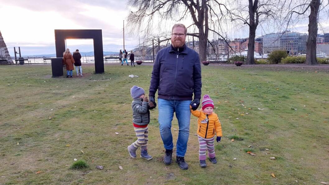 Sigbjørn Strand har to barn i barnehagealder, og jobber med å dele nyttig informasjon på nettsiden Foreldrehverdag.