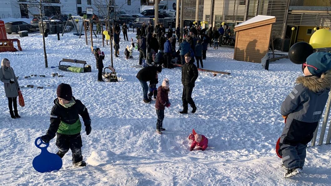 Både voksne og barn tilknyttet Gnist Trøa var i går i barnehagen for å markere at barnehagen nå stenger.