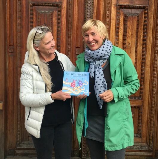 Mimi Britt Vindenes og Selma Iren Arnø, har gitt ut Den lille luseboka på eget forlag.