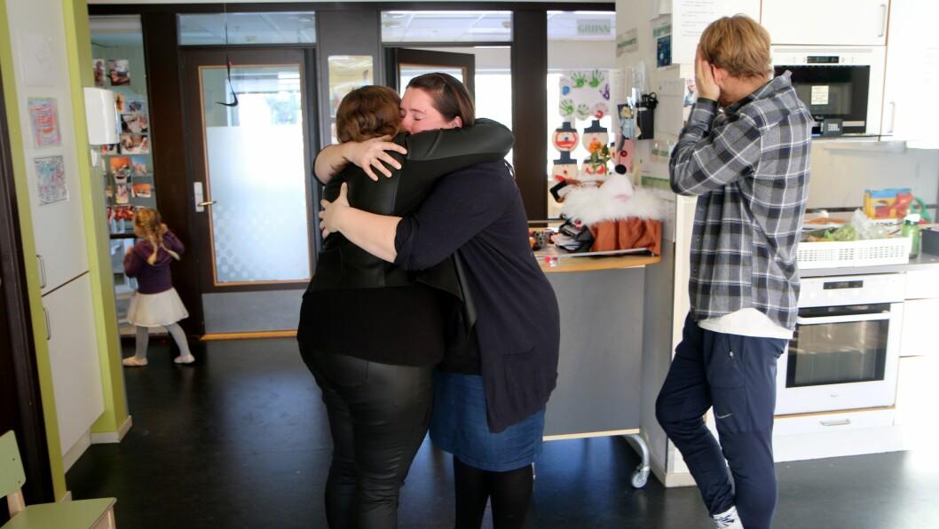 En siste klem. Torild Sletta-Heimdal legger ikke skjul på at hun kommer til å savne Elin-Kristine Skjervø og Vegard Morken.