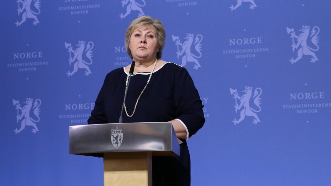 Statsminister Erna Solberg informerte tirsdag om at barnehager og skole skal være stengt til over påske.
