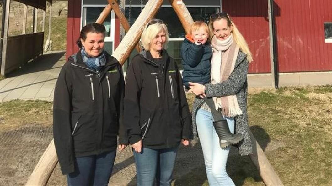I Læringsverkstedet Støtvigenga barnehage har de for øyeblikket sju barn. Fra venstre : Eva Merete Olsen, Mona Bommerlund, Olav og Malin Øra Mathisen.