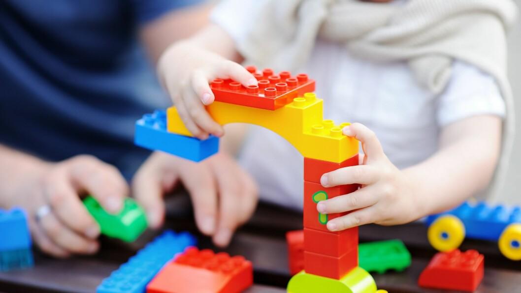 Ansatte i barnehagene er med på listen over dem som har rett til barnehageplass.