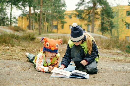 I går ble boka lansert, blant annet med et besøk i Den blå appelsin Kanvas barnehage.