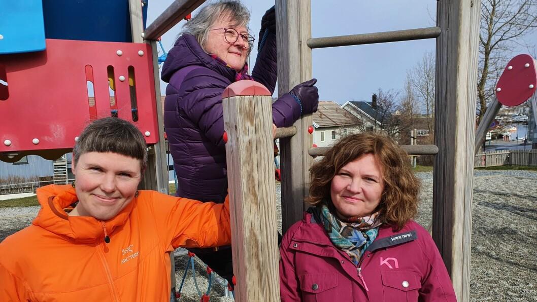 Fra venstre Cathrine Bjerknes, Kristin A. Ø. Fløtten (bak) og Kathrin Olsen ved Nord universitet forsker på barnehager under koronatiltak.