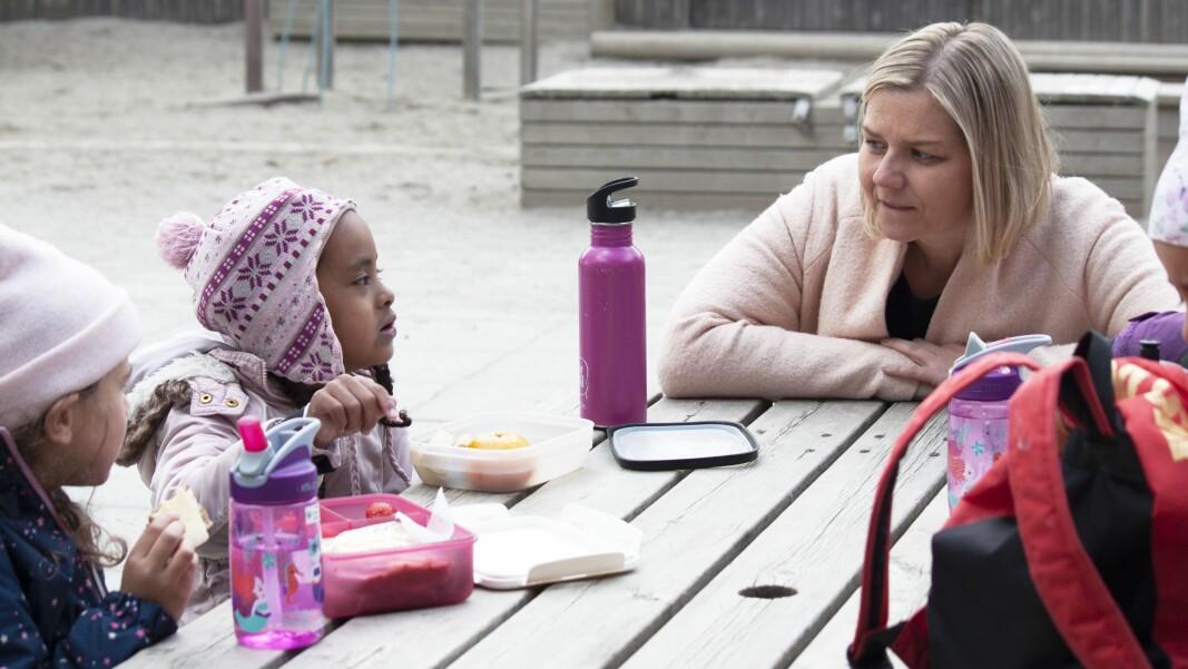 Guri Melby har brukt de siste årene på å farte rundt til en lang rekke barnehager. Som her, i Ammerudlia barnehage.