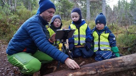 – Vi har laget animasjonsfilmer ute i naturen ved å bruke naturmaterialer, et nettbrett og en stop motion-app. Barna har blant annet laget en egen versjon av «De tre bukkene Bruse», forteller Ståle Skagen.