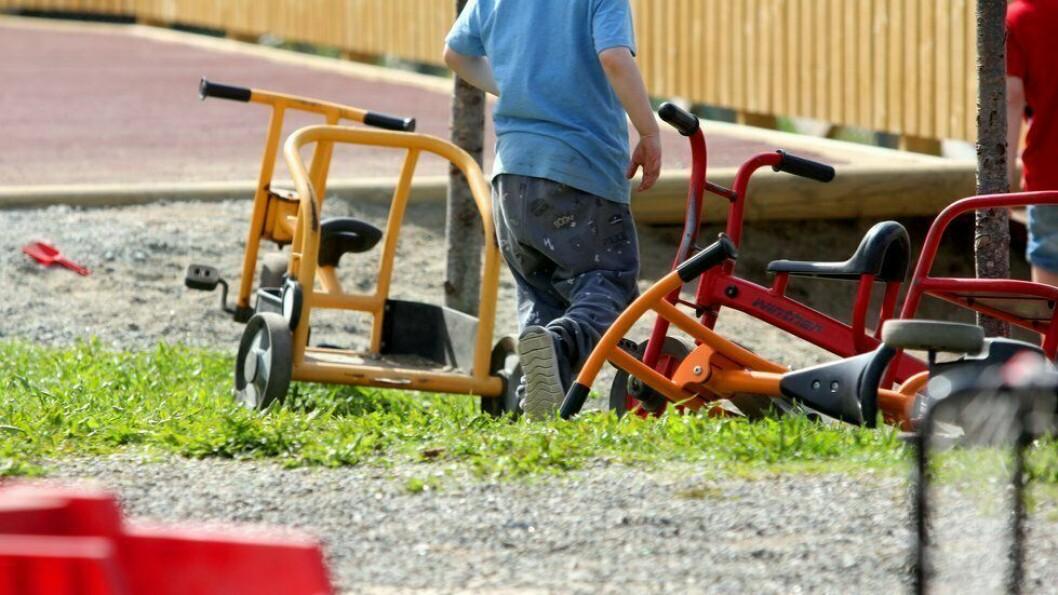 «For noen barn kan den nye hverdagen i barnehagen være lett, men for andre blir dette en stor omvelting. Det kan være vanskelig å forstå hvorfor vi må være ute hele dagen eller hvorfor vi ikke får lov til å være sammen med de andre gruppene,» skriver artikkelforfatteren.