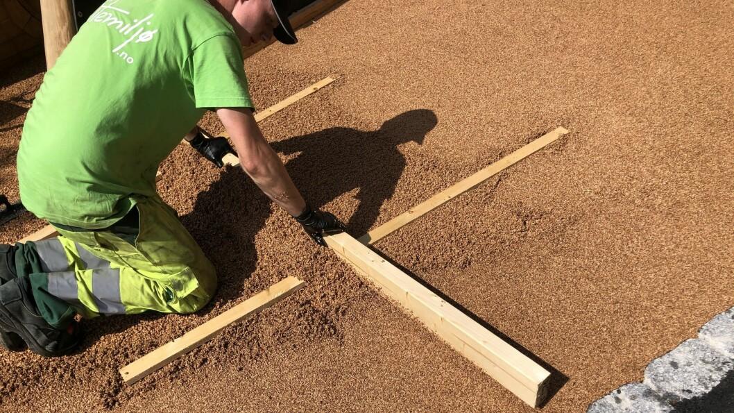 Legging av korkbelegg i Askeveien barnehage er nå ferdigstilt.