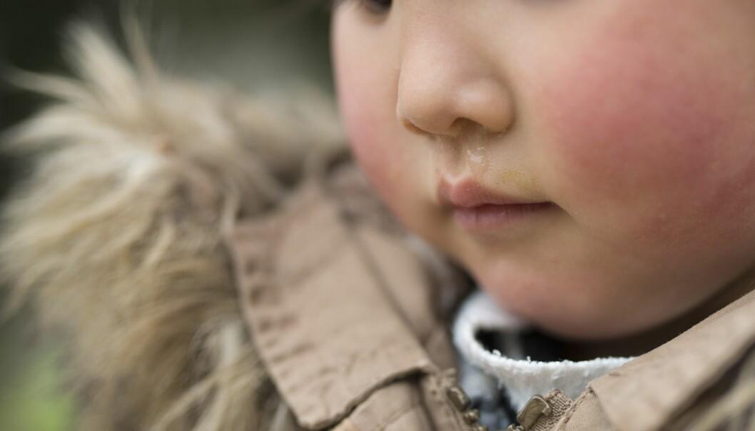 Noen barn kan ha restsymptomer etter en gjennomgått luftveisinfeksjon som for eksempel rennende nese (uavhengig av farge på nesesekret) eller sporadisk hoste. Disse barna kan komme i barnehagen dersom allmenntilstanden er god og barnet er tilbake i sin vanlige form, heter det i den oppdaterte smittevernveilederen.
