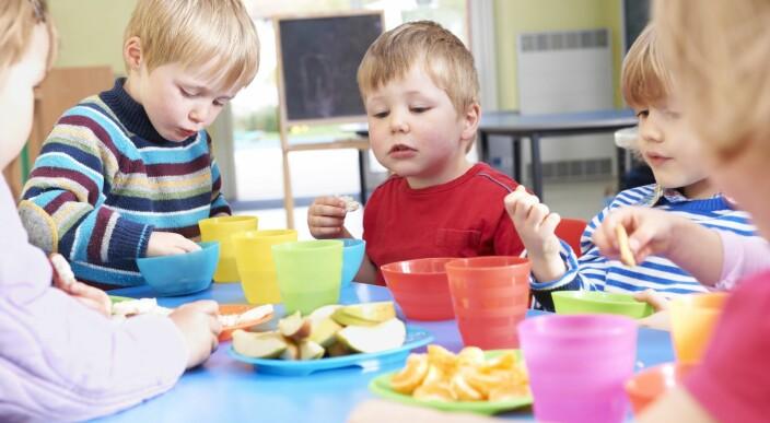 Må fortsatt ha med seg matpakke: – Det er det vi kunne ta bort som går minst mulig ut over barna