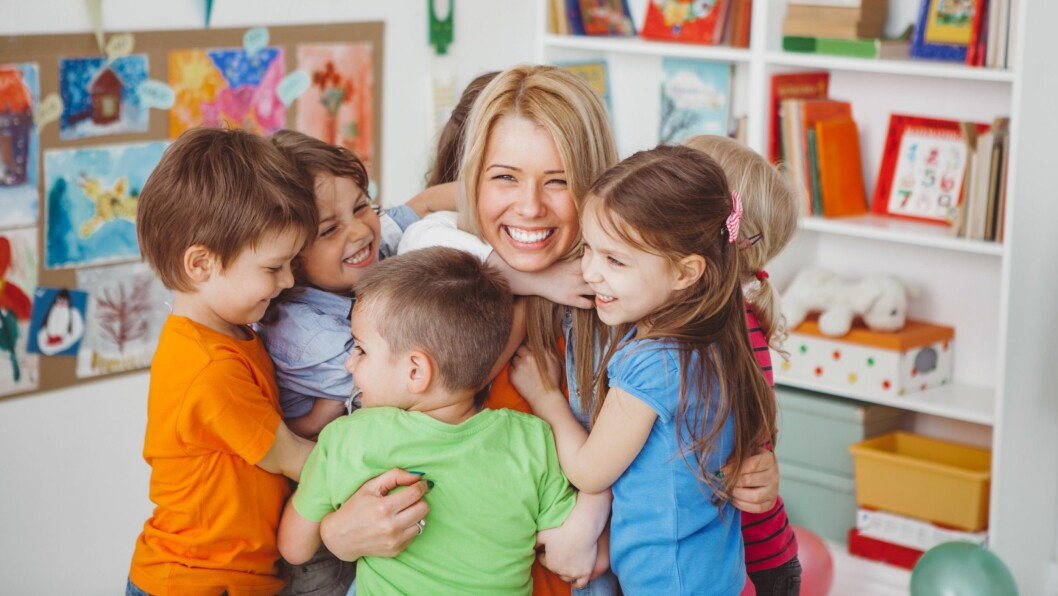 Ny forskning viser at norske barnehageansatte både liker seg i jobben, og blir lenge på arbeidsplassen.