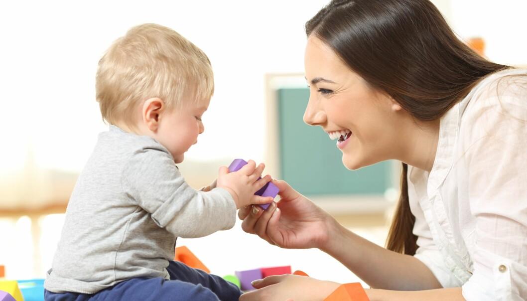 «Barnet trenger ansatte som er sensitive. Som lærer seg fort å kjenne signaler og kroppsspråk, og som agerer på bittesmå hint som barnet sender ut,» skriver artikkelforfatteren i sin tekst om tilvenning.