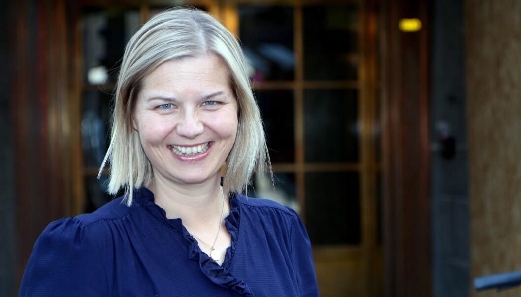 Kunnskaps- og integreringsminister Guri Melby skryter av de barnehageansattes innsats.