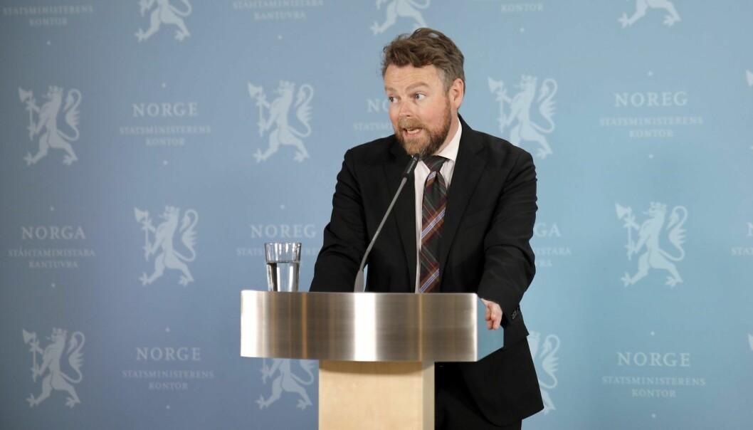 Arbeids- og sosialminister Torbjørn Røe Isaksen griper inn. Nå blir det tvungen lønnsnemnd