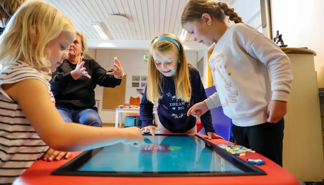 DIGITAL: Barna i de kommunale barnehagene i Sandnes blir kjent med digitale hjelpemidler.