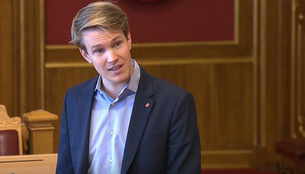 Torstein Tvedt Solberg (Ap) ber kunnskapsministeren svare på når resten av endringene i barnehageloven kommer.