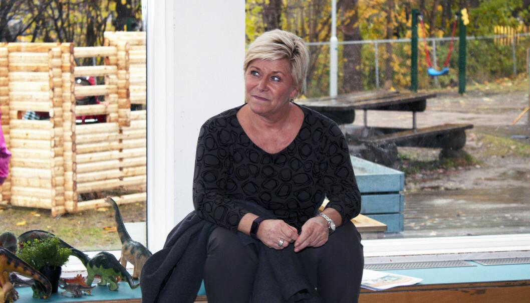 Frp-leder Siv Jensen på besøk i Den blå appelsin Kanvas-barnehage.