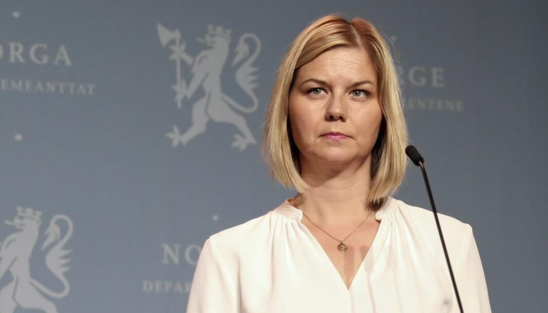 Kunnskaps- og integreringsminister Guri Melby (V) under regjeringens pressekonferanse om koronasituasjonen 26. oktober.