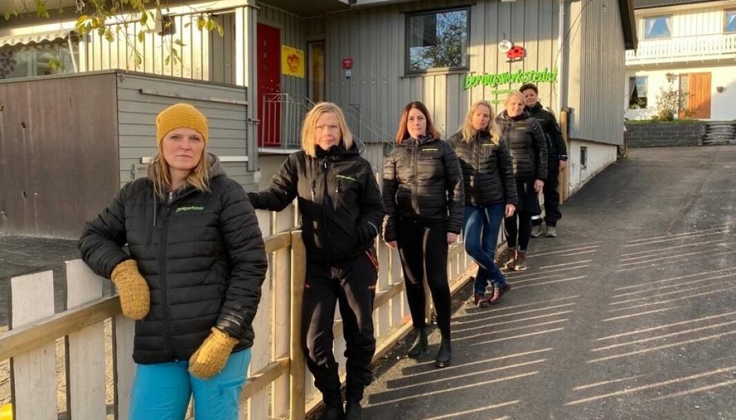 Fra venstre: Grethe Aagnes (Læringsverkstedet Saltvern og Maskinisten Friluftsbarnehage), Kirsti Asplund (Læringsverkstedet Nerenga), Mette Pedersen Seljenes (Læringsverkstedet Knerten), Linda Jensen Horn (Læringsverkstedet Trålveien Idrettsbarnehage), Marit Skjemstad Botten (Læringsverkstedet Notveien Naturbarnehage) og Lisbeth Aasgård (Læringsverkstedet Bodøsjøen Naturbarnehage).
